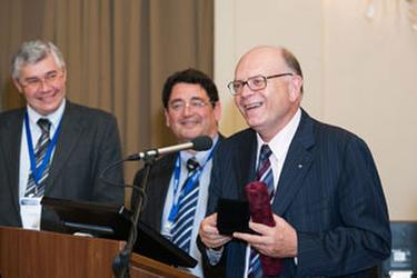 Professor vardas receives Gold Medal from Hungarian Society of Cardiology