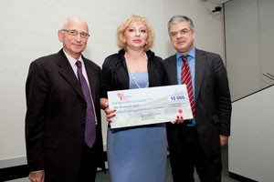 Russian Society of Cardiology  representative receiving her prize